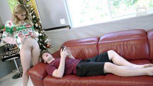 ดูหนังเอ็กซ์ หนังโป๊ Porn xxx  Step Mom gives up her Body for Christmas – Cory Chase ควยใหญ่