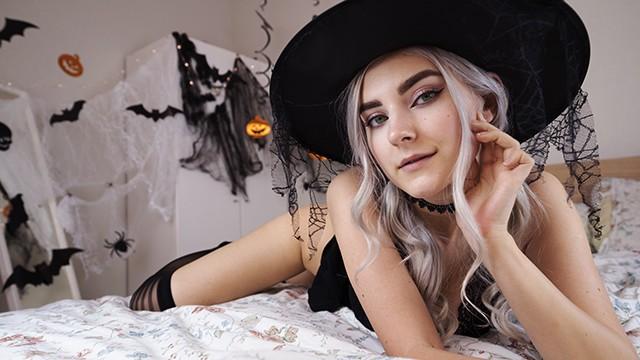 ดูหนังเอ็กซ์ Porn xxx ดูหนังโป๊ใหม่ฟรี HD Cute Horny Witch Gets Facial and Swallows Cum – Eva Elfie