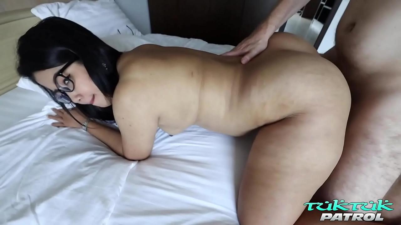 ดูหนังเอ็กซ์ ดูหนังโป๊ฟรี TukTukPatrol Plump Big Booty Asian Takes it all Porn xxx HD
