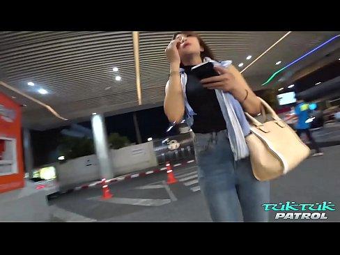 ดูหนังเอ็กซ์ Porn xxx ดูหนังโป๊ใหม่ฟรี HD TukTukPatrol Sweet Thai Stranger Fantasy Birthday Sex